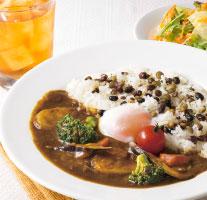 彩り野菜のカレー~半熟たまごのせ(ミニサラダ・ドリンクつき)